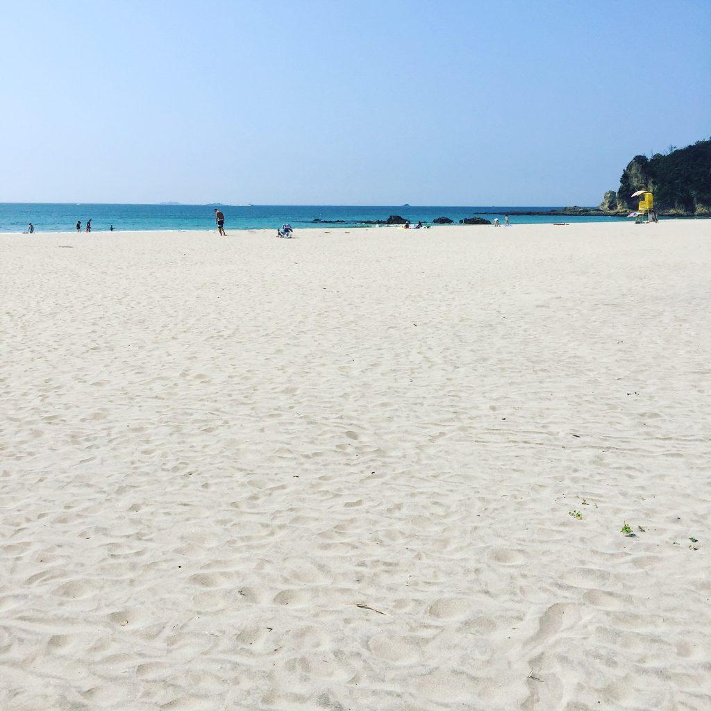 青い空、白い砂